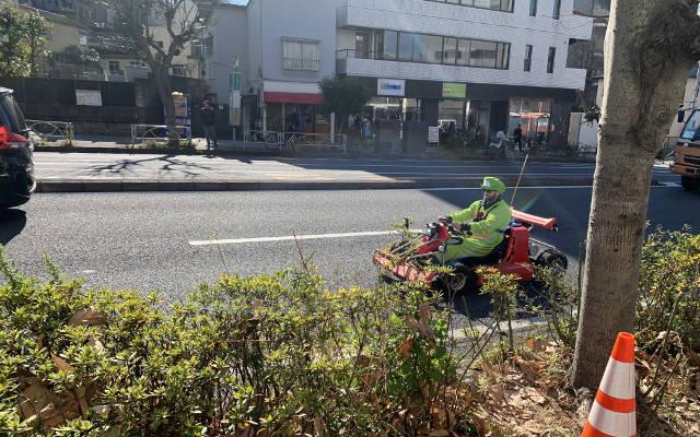 A go-cart guy outside Ramen Jiro